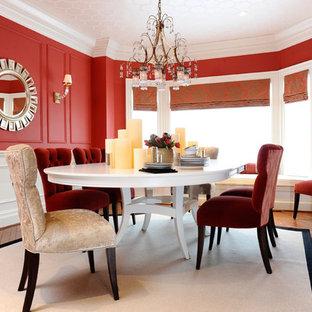 トロントのコンテンポラリースタイルのおしゃれなダイニング (赤い壁、濃色無垢フローリング) の写真