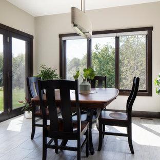 Foto de comedor de estilo americano, de tamaño medio, abierto, sin chimenea, con paredes grises, suelo laminado y suelo gris