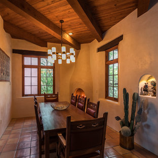Foto de comedor de estilo americano con paredes blancas, suelo de baldosas de terracota, chimenea de esquina y suelo rosa
