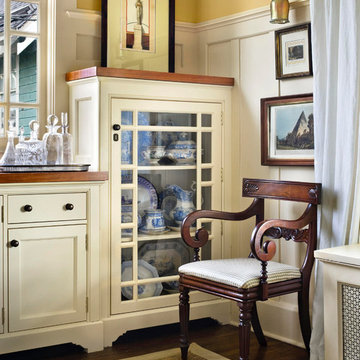 Custom made: Interiors, Living Rooms, Bedrooms, Libraries, Cabinets, Furniture