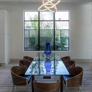 Foto di una sala da pranzo aperta verso la cucina design di medie dimensioni con pareti bianche, pavimento in pietra calcarea, camino lineare Ribbon e cornice del camino in pietra