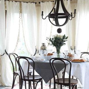 Exemple d'une salle à manger nature avec un mur beige, un sol en bois peint et aucune cheminée.