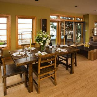 Imagen de comedor asiático, de tamaño medio, abierto, sin chimenea, con paredes verdes y suelo de madera clara