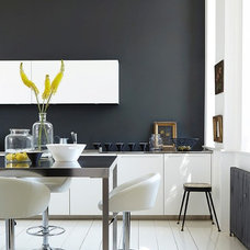 Modern Dining Room by Designerpaint