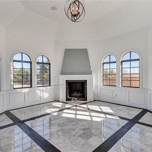 ダラスの巨大なエクレクティックスタイルのおしゃれな独立型ダイニング (白い壁、大理石の床、コーナー設置型暖炉、漆喰の暖炉まわり、グレーの床) の写真