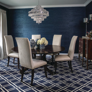 Пример оригинального дизайна: отдельная столовая среднего размера в стиле современная классика с синими стенами, ковровым покрытием и синим полом без камина