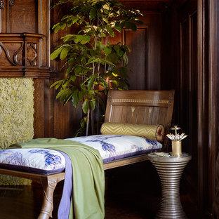 Esempio di una grande sala da pranzo eclettica chiusa con pareti multicolore, parquet scuro, camino classico e cornice del camino in legno