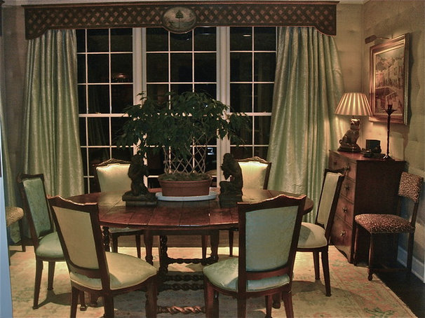 Traditional Dining Room by dede dobbs