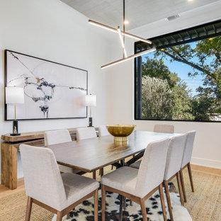 Cette image montre une salle à manger minimaliste.