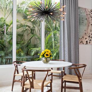 Idee per una sala da pranzo aperta verso il soggiorno design di medie dimensioni con pareti bianche, nessun camino e pavimento in pietra calcarea