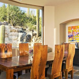 Idee per una sala da pranzo contemporanea con pareti beige