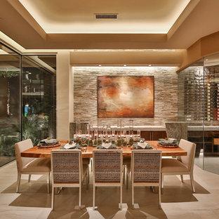 Inspiration för en mycket stor funkis separat matplats, med klinkergolv i porslin, beige väggar och beiget golv