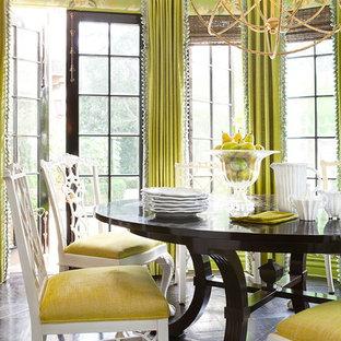 Esempio di una sala da pranzo eclettica di medie dimensioni con pareti verdi, parquet scuro e nessun camino