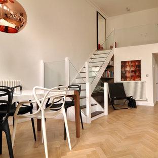 Esempio di una sala da pranzo minimal con pareti bianche