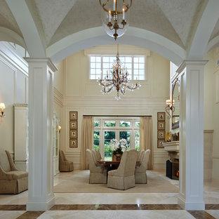 Ejemplo de comedor tradicional con paredes blancas, suelo de mármol, marco de chimenea de hormigón, suelo blanco y chimenea tradicional