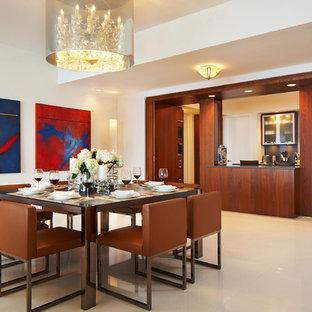 Idee per una sala da pranzo aperta verso il soggiorno minimal di medie dimensioni con pareti bianche, pavimento in gres porcellanato e pavimento bianco