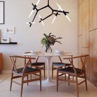 Idée de décoration pour une petite salle à manger ouverte sur la cuisine design avec un mur beige, un sol en bois peint et un sol blanc.