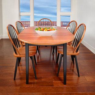 Ejemplo de comedor tradicional, de tamaño medio, cerrado, sin chimenea, con paredes blancas, suelo de madera en tonos medios y suelo marrón