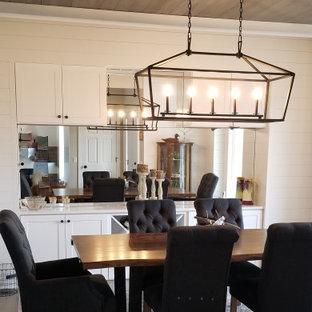 На фото: кухня-столовая среднего размера в стиле кантри с белыми стенами, светлым паркетным полом, серым полом, потолком из вагонки и стенами из вагонки с