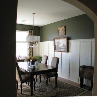 Idéer för att renovera ett mellanstort vintage kök med matplats, med gröna väggar och heltäckningsmatta