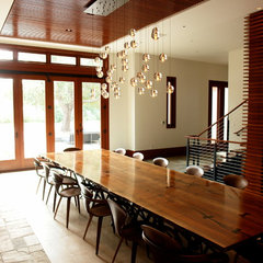 modern dining room by FRINGE STUDIO