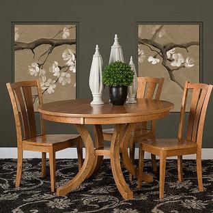Imagen de comedor de estilo zen, de tamaño medio, con paredes grises, moqueta y suelo multicolor