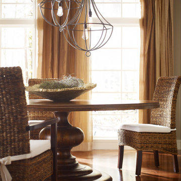 Dining Room Design with Round Dining Table