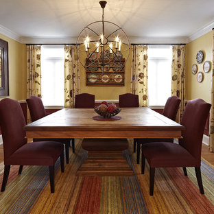 Esempio di una sala da pranzo boho chic con pareti multicolore