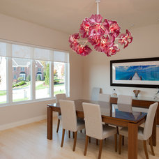 Contemporary Dining Room by Eddy Homes