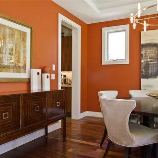 Aménagement d'une salle à manger contemporaine avec un mur orange.