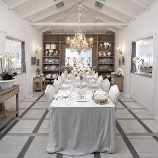 Exemple d'une salle à manger romantique avec un sol en bois peint et un sol multicolore.