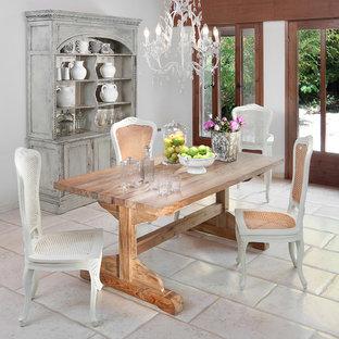 Ispirazione per una sala da pranzo stile shabby con pareti bianche