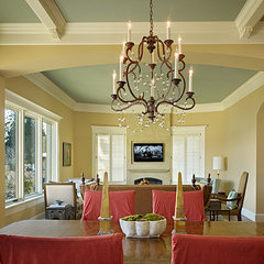 traditional dining room by Gregory Carmichael