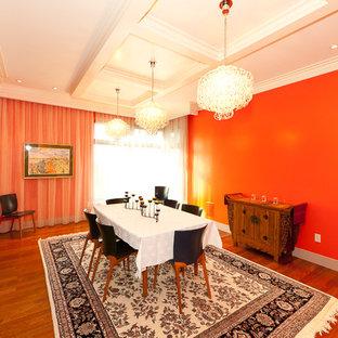 Неиссякаемый источник вдохновения для домашнего уюта: столовая в современном стиле с оранжевыми стенами