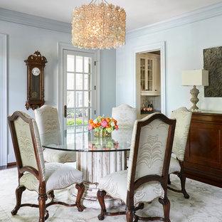 На фото: гостиная-столовая среднего размера в классическом стиле с синими стенами, ковровым покрытием и белым полом без камина с