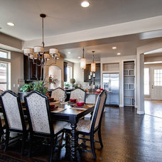 Traditional Dining Room by Oakwood Homes