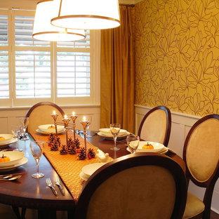 Immagine di una sala da pranzo classica con pareti gialle