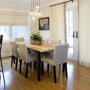 Ispirazione per una sala da pranzo aperta verso la cucina contemporanea di medie dimensioni con pavimento in legno massello medio e pareti beige