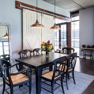 Idee per una sala da pranzo industriale con pareti blu