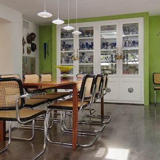 Imagen de comedor minimalista con paredes verdes
