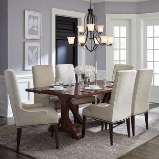 Idées déco pour une grand salle à manger classique fermée avec un mur violet, un sol en bois brun, aucune cheminée et un sol marron.