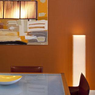 Ispirazione per una sala da pranzo contemporanea con pareti arancioni