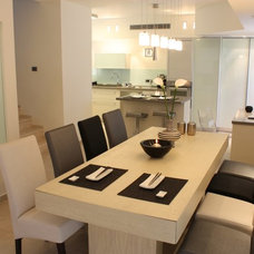 Modern Dining Room by Michal Yiftah Rotem, MYR Architecture