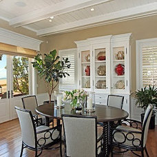 Dining Room by LUXE INTERIORS