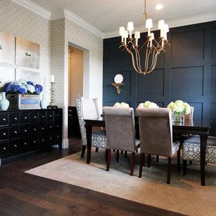 Immagine di una grande sala da pranzo minimal chiusa con pareti nere, parquet scuro e pavimento marrone