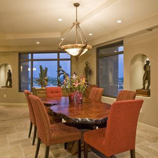 Imagen de comedor de cocina rústico, de tamaño medio, sin chimenea, con paredes beige y suelo de baldosas de cerámica