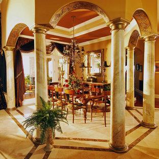 Foto de comedor mediterráneo, de tamaño medio, cerrado, sin chimenea, con suelo de mármol y paredes multicolor