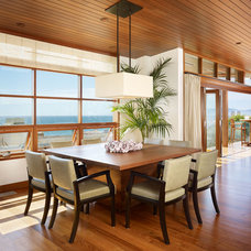 tropical dining room by Rockefeller Partners Architects