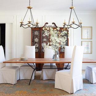 Inspiration pour une salle à manger traditionnelle fermée avec un mur blanc, aucune cheminée et du lambris.