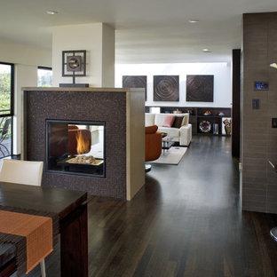 Ispirazione per una sala da pranzo aperta verso il soggiorno contemporanea con cornice del camino piastrellata e camino bifacciale